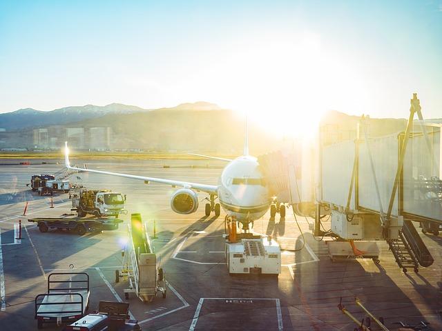 airport-2564511_640